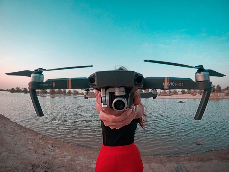 ¿Cuánto cobrar por un trabajo con dron? Tarifas recomendadas